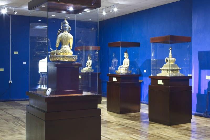 Mông Cổ vốn là đất nước rất sùng Đạo Phật nên rất nhiều tác phẩm nghệ thuật về Phật giáo được trưng bày tại đây