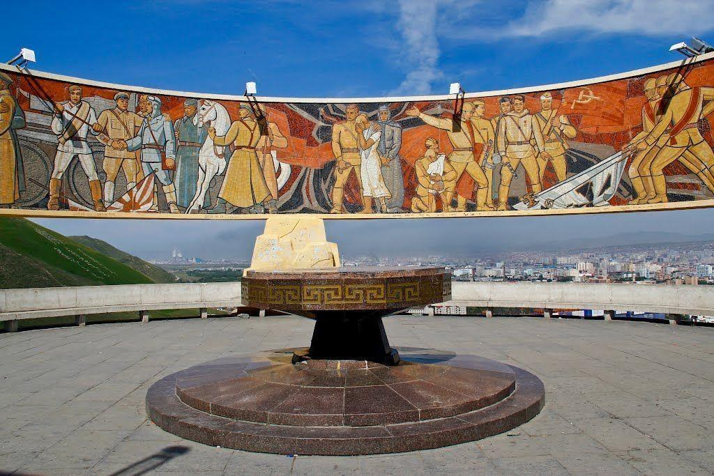 Đài tưởng niệm Zaisan ghi nhớ công lao của những người anh hùng Xô Viết