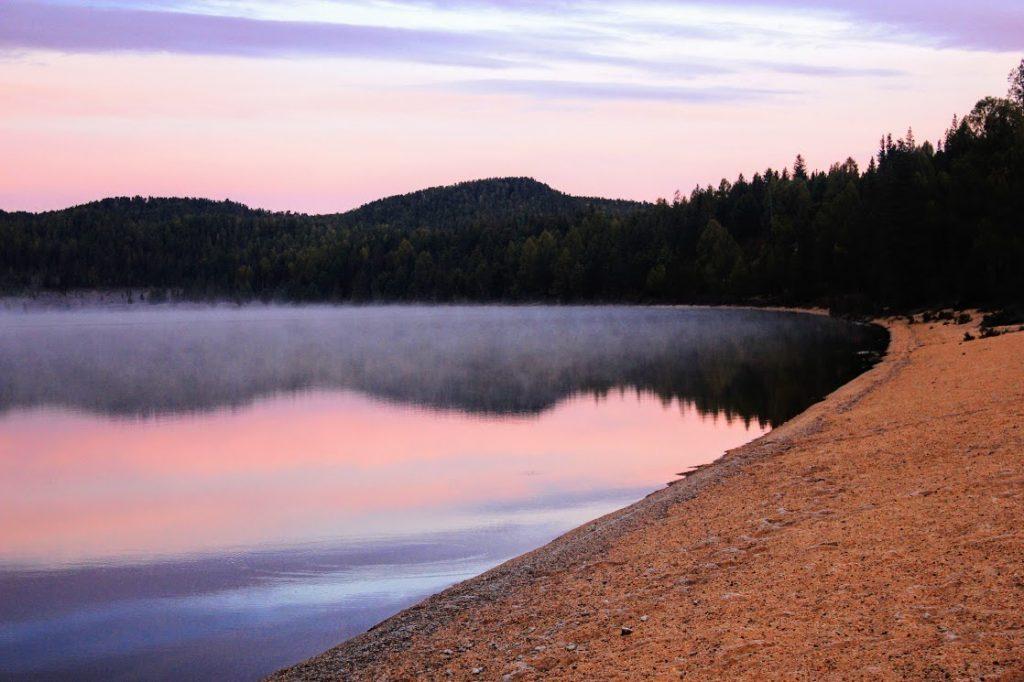Vẻ đẹp trong xanh, hiền hòa của hồ Khargiin Khar