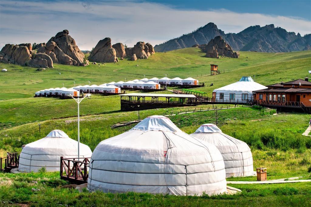 Sống trong những lều trại như người bản địa
