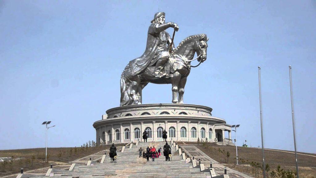 Khi du lịch Mông Cổ, đến với khu vực tượng đài, du khách sẽ có được những bộ ảnh ưng ý nhất