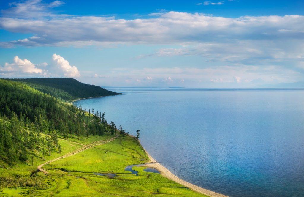"""Vẻ đẹp của hồ Khovskhol được so sánh với """"Thụy Sỹ thu nhỏ"""" của Mông Cổ."""