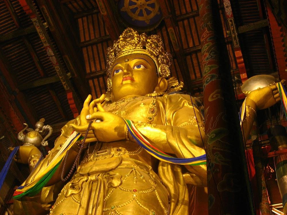 Bức tượng Phật Quan thế âm cao 26m được mạ vàng