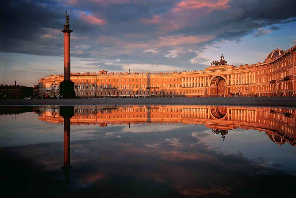Cung điện mùa đông và bảo tàng Hermitage bên dòng sông Neva cổ kính