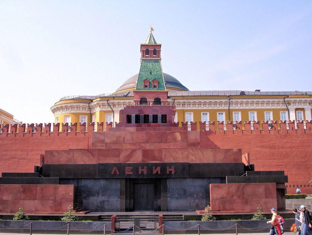 Lăng Lenin được xây dựng trang nghiêm để thể hiện được lòng thành kính đối với vị lãnh tụ vĩ đại