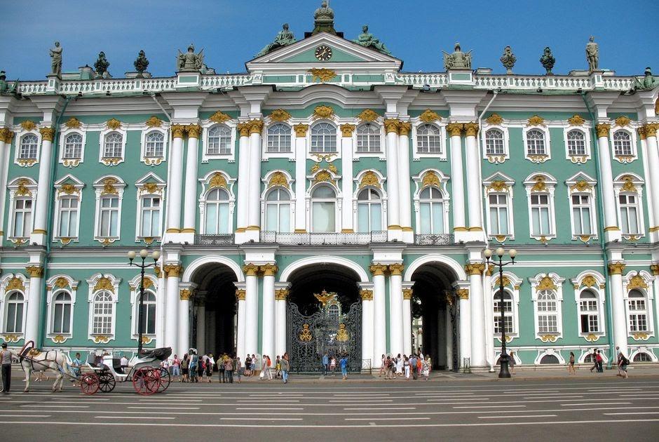 Bảo tàng Hermitage chính là công trình kiến trúc bề thế, là 1 trong những bảo tàng lớn nhất thế giới nằm ở trung tâm của thành phố Saint Petersburg