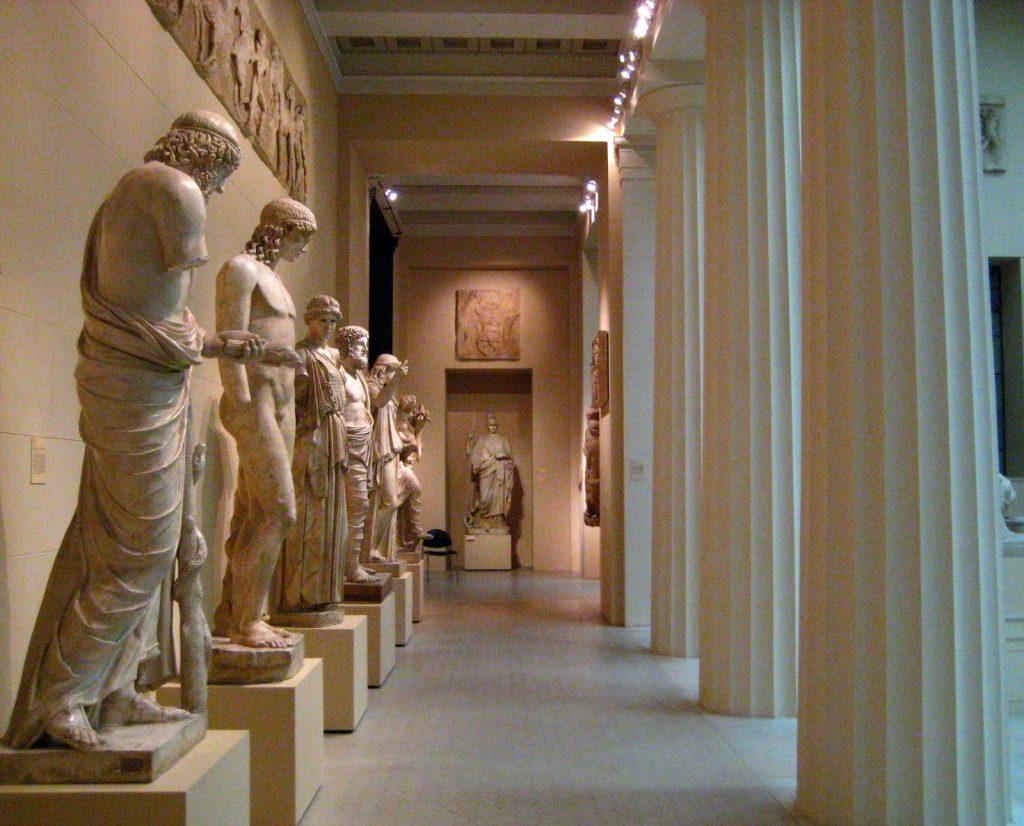 Những tác phẩm điêu khắc vô giá được trưng bày tại bảo tàng