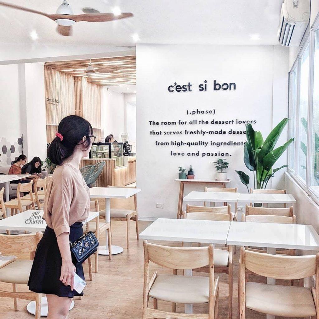 C'est ci bon là quán bánh mang phong cách nhẹ nhàng, hiện đại.