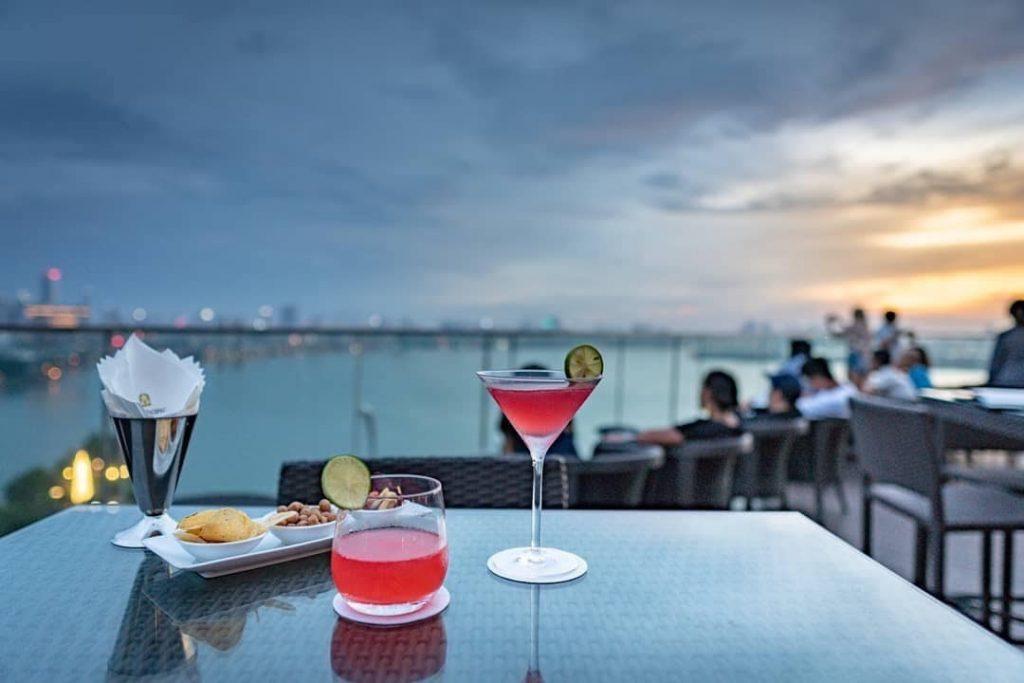 Summit Lounge - Quán cafe rooftop Hà Nội sang chảnh hết ý