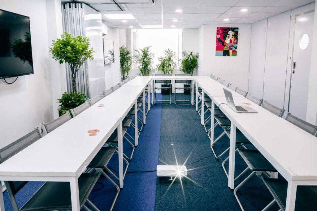 Phòng riêng chuẩn bị cho những người có nhu cầu tổ chức hội thảo riêng