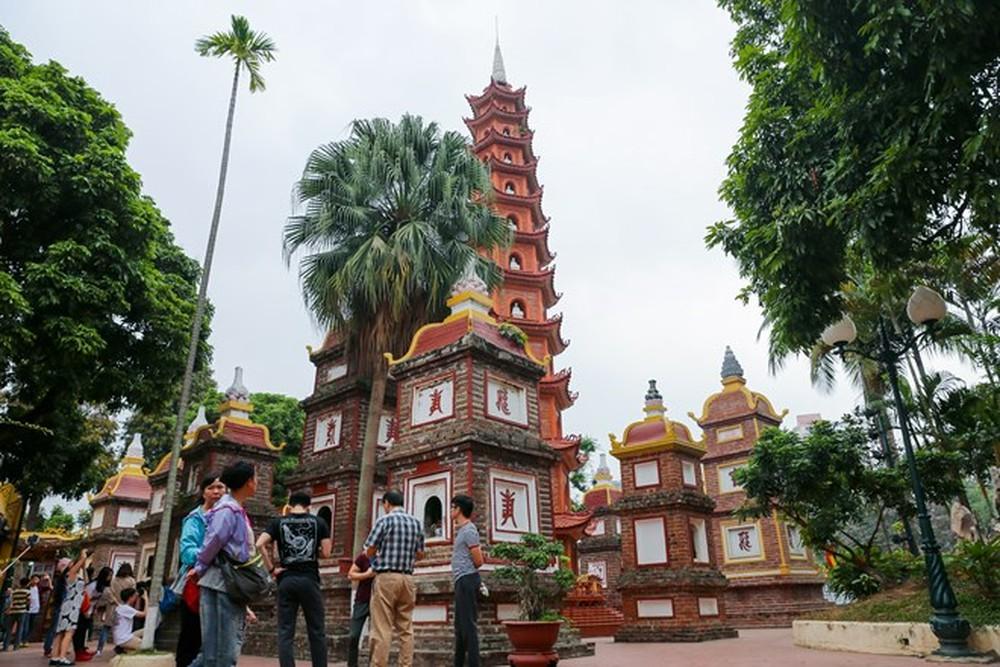 tòa tháp ở chùa Trấn Quốc Hà Nội