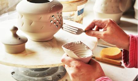 Làm gốm tại Bát Tràng