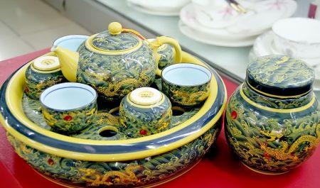 các sản phẩm ở làng nghề Bát Tràng còn được xuất khẩu sang nhiều nước châu Á, châu Âu.