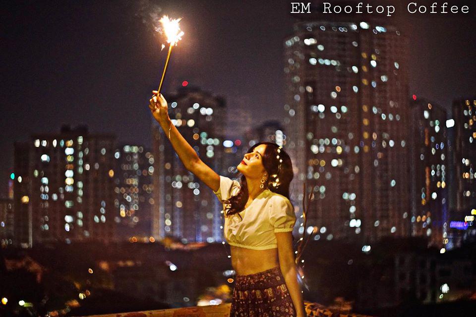 Buổi tối ở EM Rooftop Coffee
