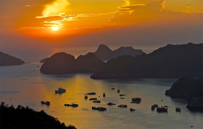 Cát Bà Hải Phòng mùa nào cũng đẹp, mùa nào cũng có những nét riêng thu hút mọi người đến với quần đảo xinh đẹp này.