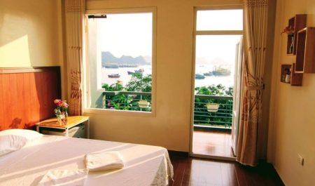 Phòng ngủ của Mona homestay đẹp ở Cát Bà