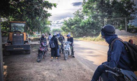 Phượt bằng xe máy sẽ là trải nghiệm thú vị cho chuyến đi đến thác Mu Hòa Bình