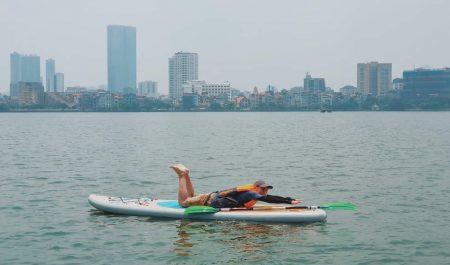 Chèo thuyền SUP ở Hồ Tây