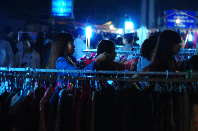 Chợ đêm Lĩnh Nam