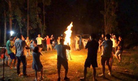 Đốt lửa trại tại Hà Nội