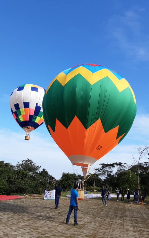 Bay khinh khí cầu ở Ba Vì
