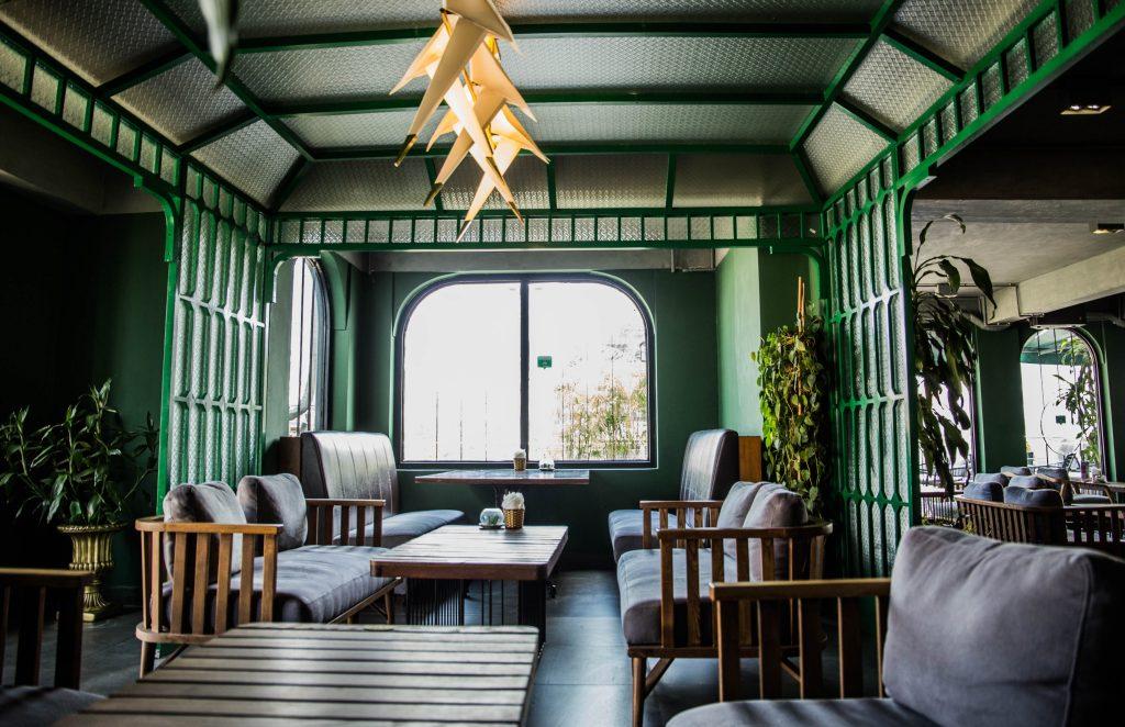 Không gian trong nhà của Coffee Club