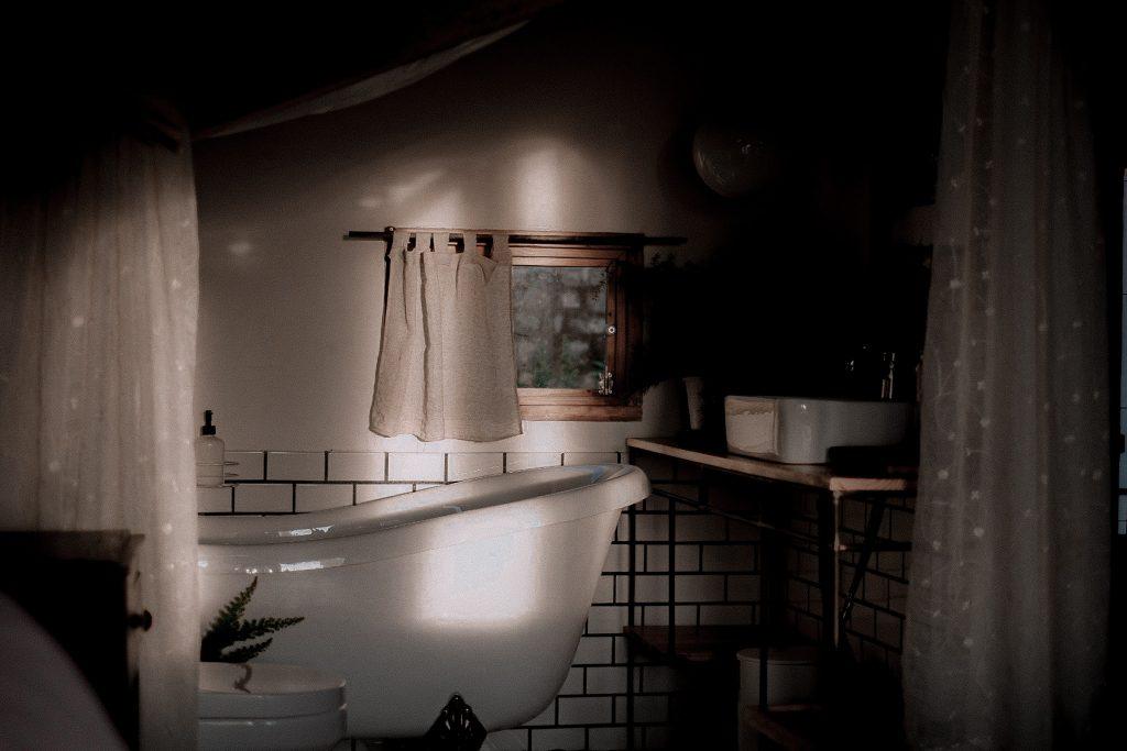 Căn phòng tắm ở Đợi Một Người Homestay