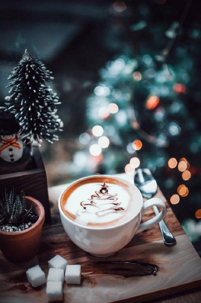 Quán cafe trang trí Giáng Sinh ở Sài Gòn