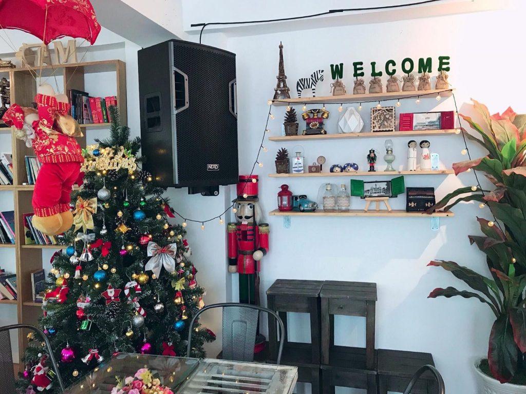 quán cafe trang trí noel ở Sài Gòn