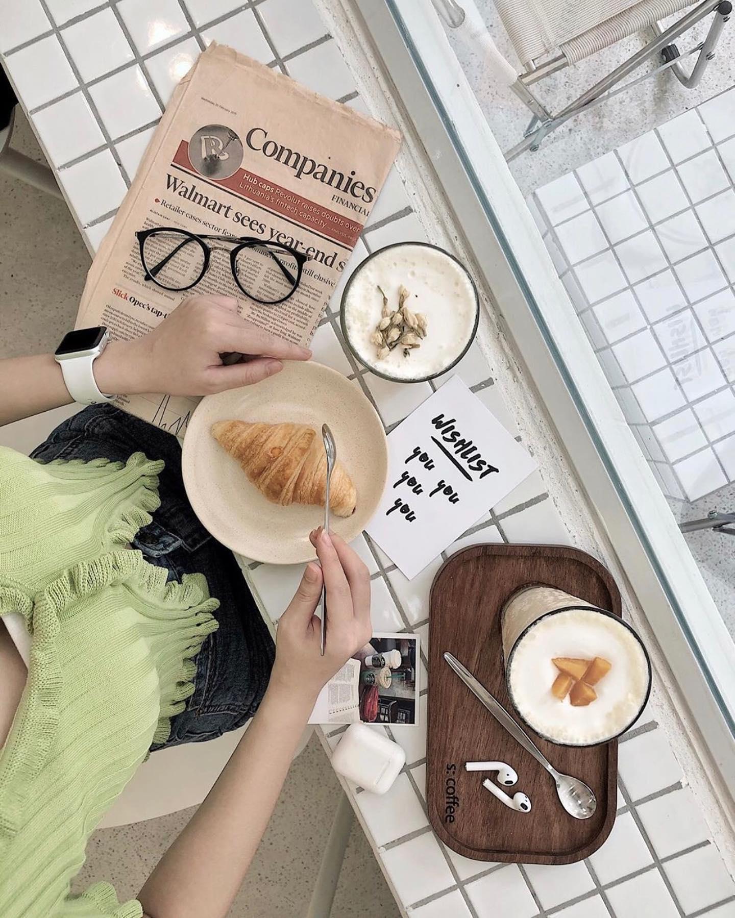 quán cafe tone trắng Hà Nội