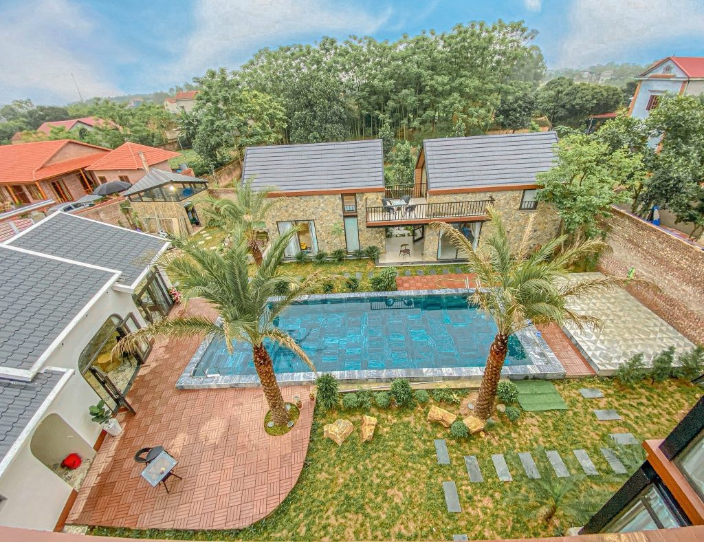 Bể bơi ngoài trời ở  LyLy Villa Sóc Sơn