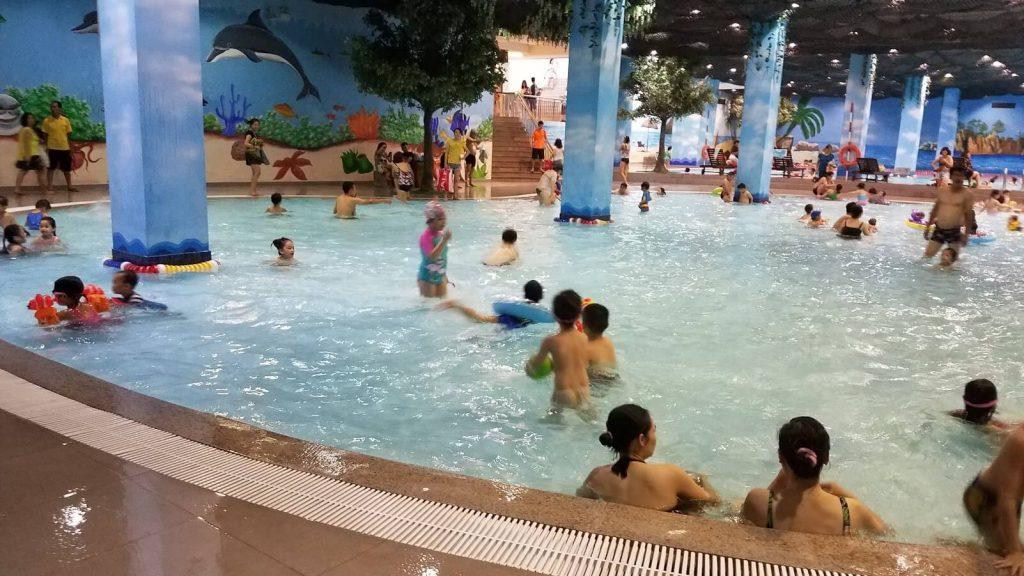 Bể bơi trong nhà tại Vinhomes