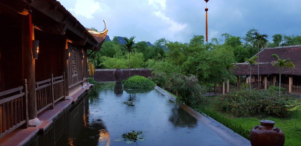 Bể bơi ở Emeralda Resort Ninh Bình
